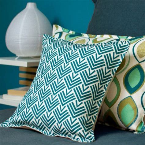 changer tissu canapé 10 coussins pour un salon scandinave cocon de décoration