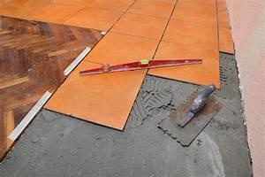 Feinsteinzeug Fugenlos Verlegen : fliesen aus feinsteinzeug verlegen so wird 39 s gemacht ~ Markanthonyermac.com Haus und Dekorationen