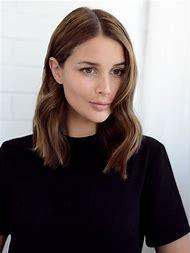 Classic Shoulder Length Hair
