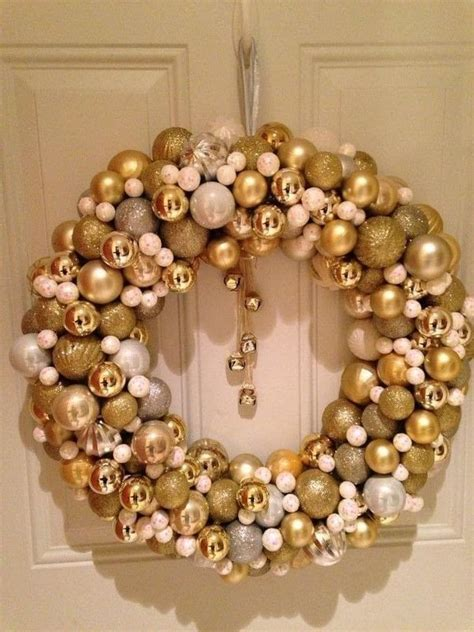 christmas ball wreath     bauble wreath