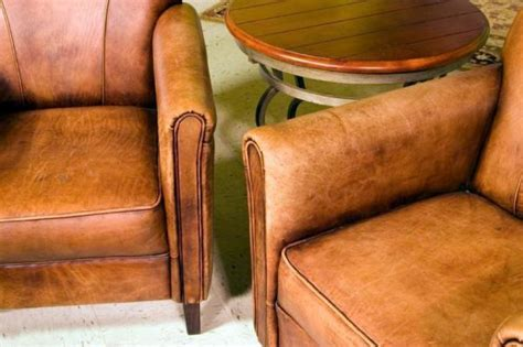 How To Clean Leather Sofa by How To Clean A Leather Sofa 5 Steps