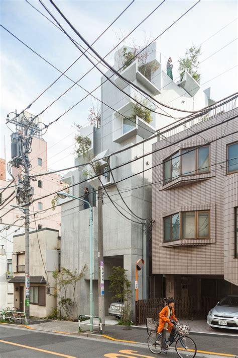 akihisa hirata completes tree ness house  tokyo