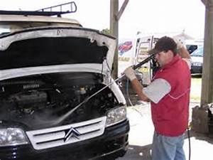 Comment Nettoyer L Intérieur D Une Voiture : dz autos comment laver son moteur ~ Gottalentnigeria.com Avis de Voitures