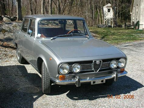 Alfa Romeo 1750 Berlina. Photos And Comments. Www.picautos.com