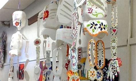 esqueleto con material reciclado manualidades