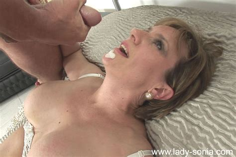 Busty Woman Lady Sonia In Stockings Gets Her Mature Pussy