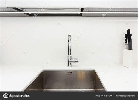 lavello della cucina moderno design cromato rubinetto sopra lavello cucina in