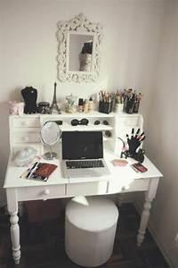 Coiffeuse Meuble Moderne : coiffeuse meuble maquillage moderne table de lit a roulettes ~ Teatrodelosmanantiales.com Idées de Décoration