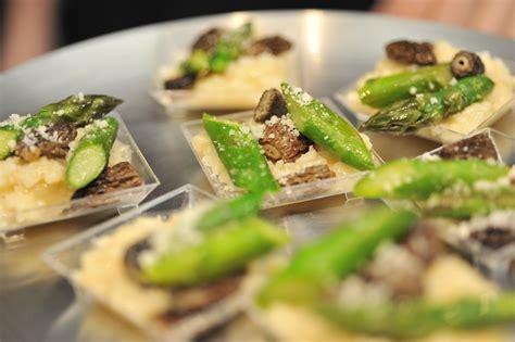 cuisiner les asperges vertes fraiches la recette du jeudi risotto aux morilles et aux pointes