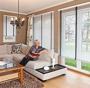 Sichtschutz Für Bodentiefe Fenster : sichtschutz im wohnzimmer moderne plissees gardinen und rollos ~ Watch28wear.com Haus und Dekorationen