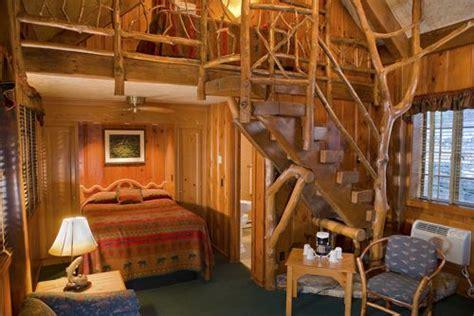 room cottage  fireplace  loft branson
