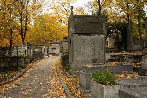 pere la chaise an autumn stroll through père lachaise cemetery travel