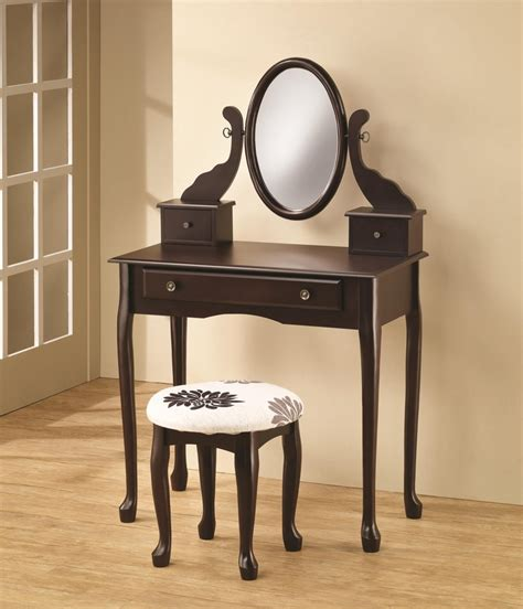 small bedroom vanity 51 best makeup vanity tables images on makeup 2330