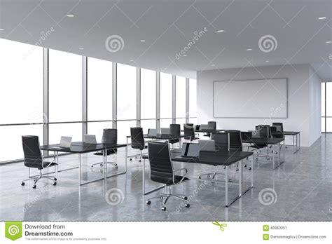 travailler dans un bureau lieux de travail d 39 entreprise équipés par les ordinateurs