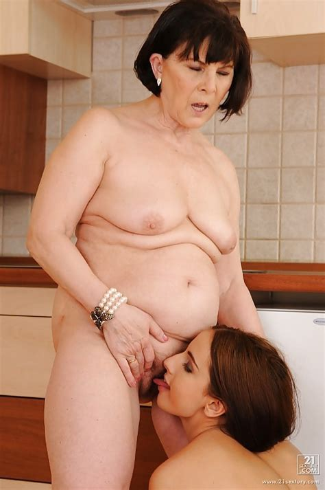 Mature Milf And Young Teen Lesbians Taster 11 Pics