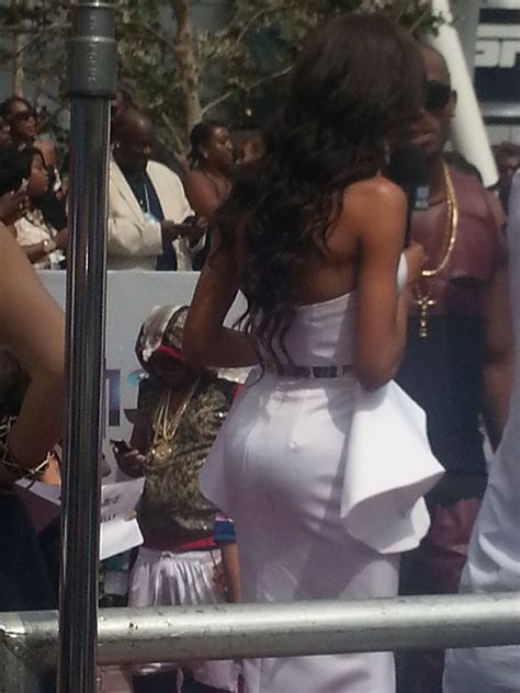 michelle williams wardrobe malfunction  bet awards