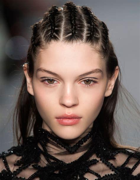 coiffure de soirée coiffure soir 233 e qui tient 40 coiffures de soir 233 e cool ou sophistiqu 233 es