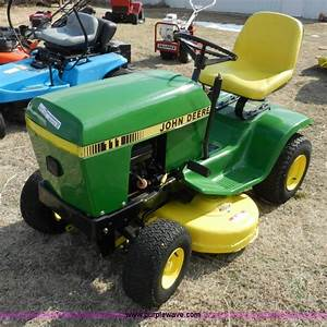 John Deere 111 Lawn Tractor