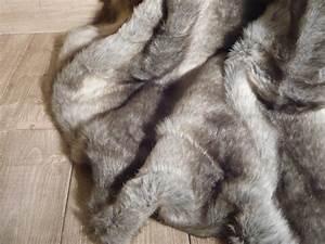 Plaid En Fourrure : plaid en fausse fourrure ~ Teatrodelosmanantiales.com Idées de Décoration