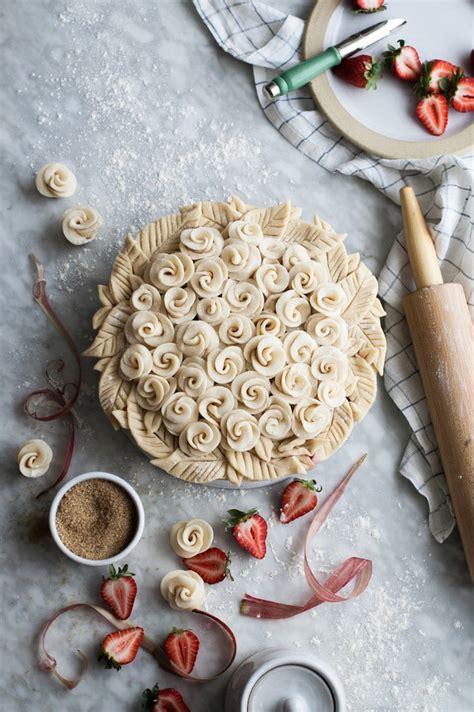 creative pie crusts  turn  dessert