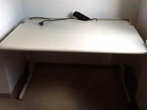 Schreibtisch Mit Ausziehplatte : wei er schreibtisch mit b rom bel aus unterf hring ~ Markanthonyermac.com Haus und Dekorationen