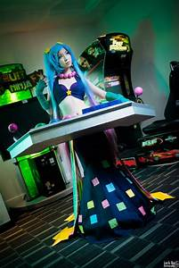 Otaku House Cosplay Idol » Vickybunnyangel: Arcade Sona ...
