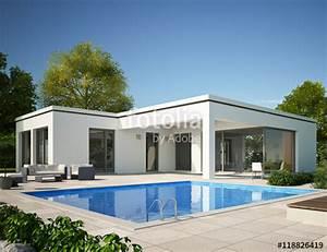 Living Haus Schlüsselfertig Preis : bungalow flachdach mit pool am tag stockfotos und lizenzfreie bilder auf bild ~ Sanjose-hotels-ca.com Haus und Dekorationen