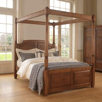 traditional  poster bed windsor