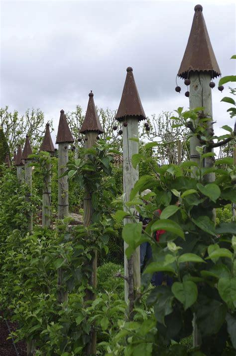 Französischer Garten Pflanzen by St 252 Tzpfeiler F 252 R Ein Obstspalier Chateau Val Joanis