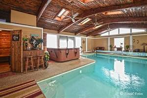 Pool Im Keller : an indoor and outdoor pool 25 photos of a 1 6 million home for sale in crystal lake ~ Markanthonyermac.com Haus und Dekorationen