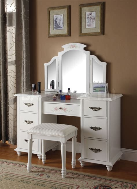 Bedroom Vanities A New Female's Best Buddy  Dreams House