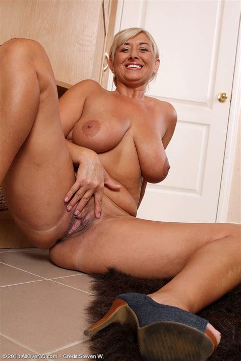 Big Breasted MILF Melyssa Flaunt Her Big Puppies MILF Fox
