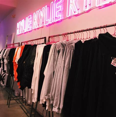 Kylie Jenner Shop Inside Kylie Jenner S Kylie Cosmetics Pop Up Shop Vogue