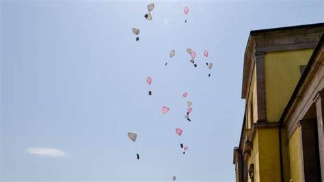 zur hochzeit luftballons steigen lassen  ist zu beachten