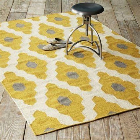 gelber teppich im hause archzinenet
