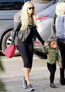 Delilah shows mom Kimberly Stewart who's boss in military ...