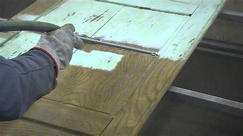 chambre de sablage decapage sablage aerogommage porte en chêne peinte