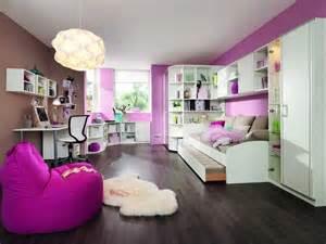 weißes jugendzimmer weisse wellemöbel jugendzimmer inklusive sitzsack im rosa braun wandfarbe dekor und holz