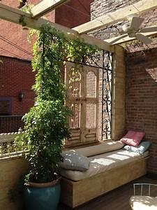 balkon sichtschutz dekor eisen spaliere sitzbank With französischer balkon mit mosaikkugeln für den garten