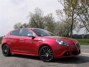 Essai Alfa Romeo Giulietta 1 4 Multiair 170 : essai vid o alfa romeo giulietta une alfa comme on aime ~ Medecine-chirurgie-esthetiques.com Avis de Voitures