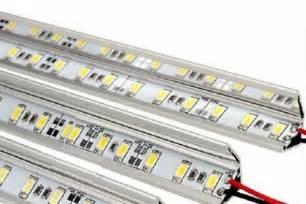 Illuminazione Capannoni by Confronto Neon Vs Led Per Illuminazione Capannoni Stand