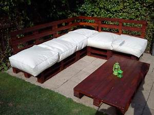 Diy pallet sofa and table for patio pallets designs for Build outdoor sectional sofa