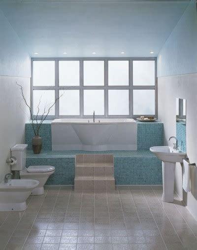 bathroom design idea bright colors  light white
