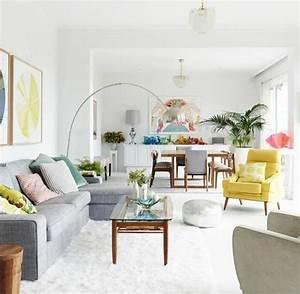 un salon en gris et blanc c39est chic voila 82 photos qui With tapis bébé avec payer canapé en plusieurs fois