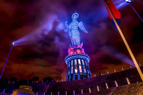 Ecuador The Panecillo's Virgin (quito) Lights Up With Dts