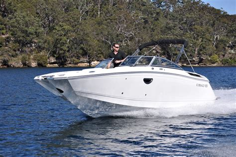 Deck Boat Or Bowrider by Cobalt 26 Sport Deck Bowrider Review Boatadvice