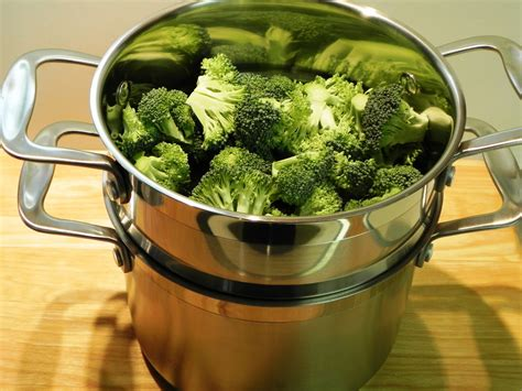 how to steam cauliflower in microwave maximize nutrition by steaming vegetables dr taylor wallace