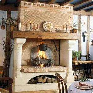 Cheminée En Brique : chemin e double foyer avec hotte en briques claires villiers chemin es jean magnan ~ Farleysfitness.com Idées de Décoration