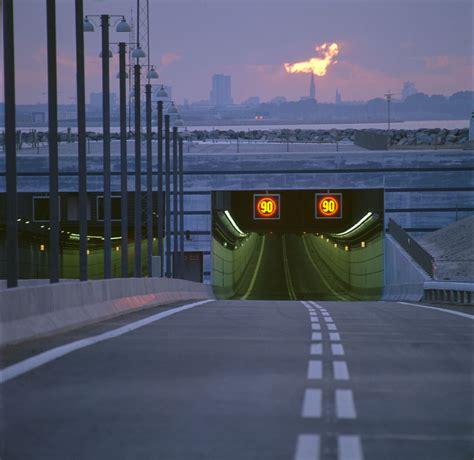 bridge  turns   underwater tunnel connecting