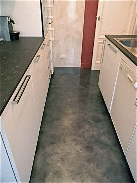 pavimenti resina epossidica pavimento e parete cucina in resina epossidica roberto fiato
